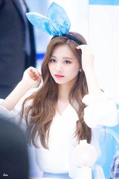 Nayeon, Kpop Girl Groups, Korean Girl Groups, Kpop Girls, Tzuyu Wallpaper, Asian Girl, Asian Woman, Twice Once, Twice Kpop