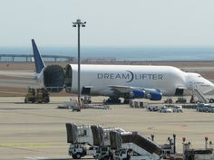 Dream Lifter:The exclusive airplane for carrying the parts of the airplane made in Japan to Boeing