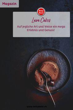 Lava-Cakes sind der neue Desserthit: Die lauwarmen süssen Küchlein mit flüssigem Kern schmecken nicht nur unglaublich gut, sondern sorgen bei Ihren Gästen für einen Wow-Effekt. Wenn man sie mit der Dessertgabel ansticht, offenbart sich ihr cremig-flüssiges Inneres. Mit unseren neuen Backförmchen und dem neuen Backbuch gelingen auch Ihnen die perfekten Lava-Küchlein. Lava Cakes, Dessert, Tableware, Chef Recipes, Bakken, Dinnerware, Deserts, Tablewares, Postres