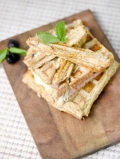 champignon de Paris, origan, poivre blanc, jambon blanc, concentré de tomate, huile d'olive, mozzarella, ail, parmesan, pain de mie, persil, sel, olive noire, basilic