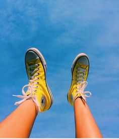 🌞 : do you own any converse? Summer Aesthetic, Blue Aesthetic, Aesthetic Photo, Aesthetic Pictures, Aesthetic Vintage, All Star Tumblr, Mellow Yellow, Blue Yellow, Cute Shoes