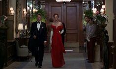 """Design Innova: Os 25 Vestidos Inesquecíveis do Cinema """"...O vestido vermelho usado Julia Roberts no filme Uma Linda Mulher (Pretty Woman, 1990) - O vestido longo vermelho foi criado pela figurinista Marilyn Vance"""""""