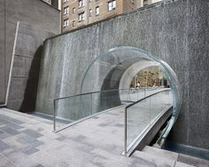 New York City, Manhattan, Avenue of the Americas, 1221 Plaza / A stunning water feature from Spector Desouza Architects