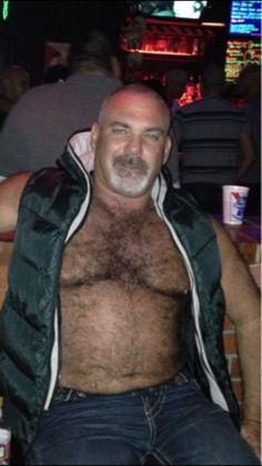So sexy- fur beard jeans and bedroom eyes Scruffy Men, Hairy Men, Lumberjack Men, Goatee Beard, Daddy Bear, Bear Men, Hairy Chest, Mature Men, Haircuts For Men