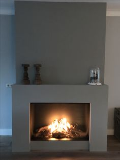 Good Pics Fireplace Remodel blue Strategies The perfect balance between fireplace and living room. Be inspired by this amazing living rooms wit Stucco Fireplace, Open Fireplace, Fireplace Remodel, Brick Fireplace, Living Room With Fireplace, Fireplace Surrounds, Fireplace Mantels, Home Living Room, Fireplaces