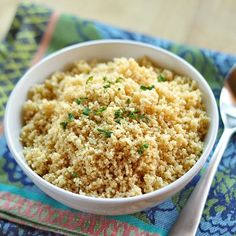 How to Cook Couscous 1 c couscous T butter or olive oil 1 c water t salt Boil water and butter (if using) over high heat. Stir in Couscous. Remove from heat pour in couscous, salt. Stir to evenly moisten couscous. Let sit 10 Minutes. Making Couscous, Couscous How To Cook, How To Cook Pasta, Couscous Rice, Quick Weeknight Dinners, Easy Meals, Healthy Dinners, Tapas, Vegetarian Recipes