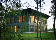 Low Energy With Style. P.A.T.H. by Starck with Riko. philippe-starck-path-prefabricated-low-energy-home-prototype/
