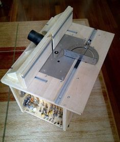 php file.php - - file.php file. Wood Router, Woodworking Workbench, Woodworking Workshop, Woodworking Projects Diy, Diy Wood Projects, Woodworking Shop, Router Projects, Router Table Top, Router Table Plans