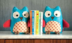 Need these for A2's room! Whooo wouldn't love these bookends?!