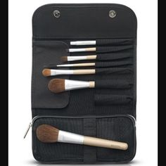 Artistry Brush Set Perfect products, I'm sure you'll fall in love with the quality of it  the prices are firm. But If you order from my website www.amway.com/pearlsbeauty the prices will be 20% cheaper there, also if you register as my customer then I will give you free shipping  Feel free to ask any questions!!❤️ Artistry Makeup Brushes & Tools