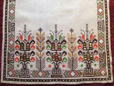 Cross Stitch Letters, Cross Stitch Art, Cross Stitch Designs, Cross Stitch Embroidery, Hand Embroidery, Embroidery Patterns Free, Stitch Patterns, Palestinian Embroidery, Needlepoint Designs