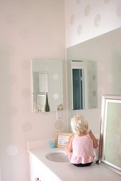 Love this pink polka dot bathroom.. I already have a pink polka dot shower curtain.. Hmmmm...