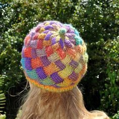 Entrelac Hat by Anne Rousseau ~ I really need to learn this method of crochet! Looks like knitting. Crochet Beanie, Knitted Hats, Crochet Hats, Tunisian Crochet, Knit Crochet, Knitting Patterns, Crochet Patterns, French Pattern, How To Purl Knit