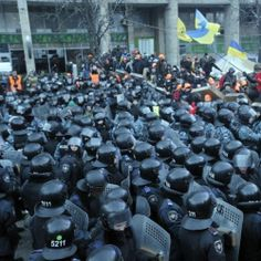 20 Wild Photos Of the Protester vs. Police Battle That Happened In Ukraine Yesterday