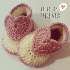 Little Crochet Shoes for babies Knit Baby Shoes, Crochet Baby Boots, Baby Shoes Pattern, Knit Baby Booties, Crochet Baby Clothes, Crochet Shoes, Love Crochet, Crochet For Kids, Baby Patterns