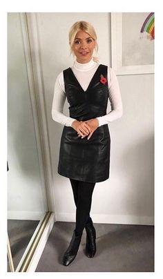 Den smala Holly Willoughby vinner beröm från fansen i elegant läderklänning Holly Willoughby Outfits, Holly Willoughby Style, Work Fashion, Fashion Outfits, Womens Fashion, Daily Fashion, Pretty Outfits, Stylish Outfits, Pinafore Dress Outfit