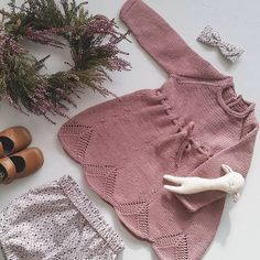 Baby Girl Patterns, Baby Knitting Patterns, Pinterest Baby, Eco Clothing, Sweater Dress Outfit, Knitted Baby Clothes, Knitting For Kids, Baby Sweaters, Baby Girl Fashion