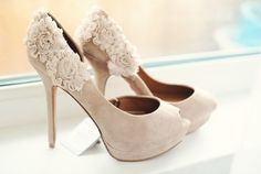 ive been wanting some cute nude colored pumps.