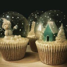 https://www.facebook.com/122459277797481/photos/pcb.952988244744576/952988178077916/?type=3 christmas cupcakes snowglobe gelatin fondant snowman snow house cake sugarcraft