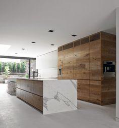 Rustic horizontal oak boards , No handles