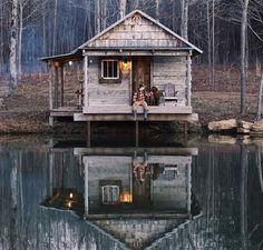 🏡 Access Cabin Plans and Tiny House Plans with Cad Design , Videos , Blueprints all in one Package Check Our. Cabin Homes, Log Homes, Haus Am See, Side Porch, Little Cabin, Cabins And Cottages, Log Cabins, Rustic Cabins, Tiny Cabins