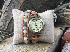 Montre bracelets pour femme, boho, cadran bronze, pierres semi-precieuses damazonite. Cuir naturel. Ajustable avec chaînette. Wood Watch, Bronze, Watches, Bracelets, Accessories, Etsy, Fashion, Natural Leather, Handcrafted Jewelry