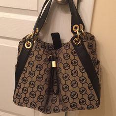 Michael lots Ludlow bag New Michael Kors Ludlow large shoulder bag in black. Sorry I don't trade. Michael Kors Bags Shoulder Bags
