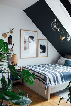 Ideas For Bedroom Wall Decor Cozy Inspiration Angled Bedroom, Attic Bedroom Ideas Angled Ceilings, Slanted Ceiling Bedroom, Slanted Walls, Home Decor Bedroom, Bedroom Wall, Comfy Bedroom, Interior Design, Hanging Art