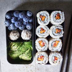 Sushi – Healthy Bites by Antje - Sushi - Gesunde Snacks Healthy Sushi, Healthy Meal Prep, Healthy Snacks, Healthy Recipes, Sushi Sushi, Sushi Recipes, Healthy Bites, Sushi Lunch, Healthy School Lunches