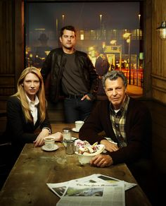 """Anna Torv (as Olivia Dunham), Joshua Jackson as Peter Bishop and John Noble as Dr. Walter Bishop in """"Fringe"""" (TV Series)"""