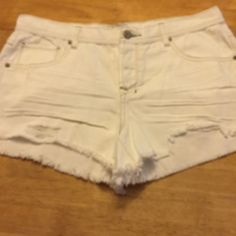 NWOT Free People Polar White distressed shorts 100% cotton . Size is 31 actually measurements is 38 inches . A 3 inch inseam . Rise is a 10 1/2 . Free People Shorts Jean Shorts