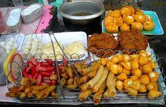 The Secret Origins of 6 Pinoy Street Food Staples Pinoy Street Food, Filipino Street Food, World Street Food, Pinoy Food, Filipino Food, Filipino Dishes, Filipino Recipes, Asian Recipes, Expo Milano 2015