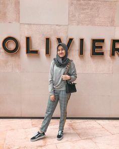 Hijab Style Dress, Hijab Wear, Ootd Hijab, Girl Hijab, Hijab Chic, Kebaya Modern Hijab, Modern Hijab Fashion, Street Hijab Fashion, Moslem Fashion
