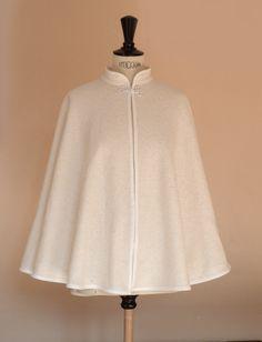 cape de mariée en laine bouilié écrue Abaya Style, Abaya Fashion, Fashion Dresses, Mode Kimono, Diy Clothes, Clothes For Women, Mode Mantel, Fashion Sewing, Classy Outfits