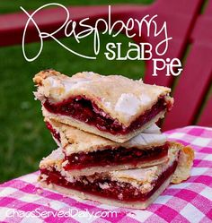 Raspberry Slab Pie - Says:The great thing about this is that youll cut it into 24 pieces and be the hero who can feed a crowd at a get-together church supper or at your own dinner table. Just Desserts, Delicious Desserts, Dessert Recipes, Yummy Food, Yummy Yummy, Delish, Breakfast Recipes, Slab Pie, Pie Pie