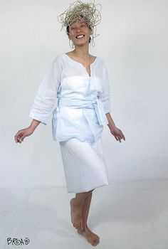 Kimono Jacket shaped. Delicate, transparent and very elegant. 100% Cotton. Designed by Bras.Chaqueta en forma de Kimono.Delicado, transparente y muy elegante.100% Algod�n.Dise�ado por Bras.