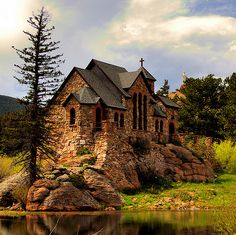 Cottage by the Lake.I think this is a little church cottag.-Cottage by the Lake…I think this is a little church cottage. Cottage by the Lake…I think this is a little church cottage. Old Country Churches, Old Churches, Catholic Churches, Beautiful World, Beautiful Places, Simply Beautiful, Les Religions, Church Architecture, Cathedral Church