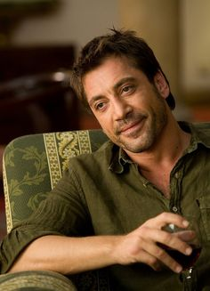 Javier Bardem in Vicky Cristina Barcelona - oh heavens.I think my heart skipped a beat! Vicky Cristina Barcelona, Javier Bardem, Soulmate Quiz, New Cinema, Best Supporting Actor, Woody Allen, Sex And Love, A Good Man, Movie Stars