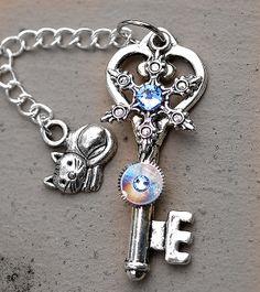 Hangers, Rock And Roll, Keys, Jewelry Box, Women's Fashion, Charmed, Bracelets, Unique, Accessories
