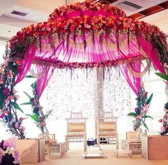 Everyone needs the perfect staging, to complement the bride and grooms outfits, the season and to set the theme overall.