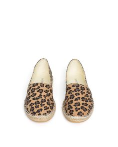 i really need these. imagine with cropped boyfriend jeans and a white button down.