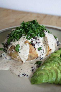 Bagte kartofler med quinoa og cashewdressing