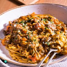 This Slimming World friendly Syn Free Beef Ragu Fettuccine came about entirely by accident when the unthinkable happened and we ran out of potatoes. This Slimming World friendly Syn Free Beef Ragu … Slimming World Dinners, Slimming World Recipes Syn Free, Slimming Eats, Slimming World Minced Beef Recipes, Slimming World Pasta, Slow Cooker Recipes, Cooking Recipes, Healthy Recipes, Beef Ragu Slow Cooker