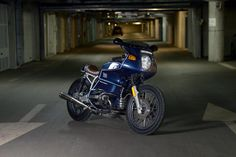 Oil stain garage: Bmw R100RC | Phots by Miha Peterlič