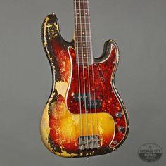 Guitars Gibson, Fender, Guild, Martin, Vintage - Gbase for musicians Fender Bass Guitar, Fender Electric Guitar, Fender Guitars, Fender Vintage, Vintage Guitars, Fendi, Fender Precision Bass, Madness, Sick