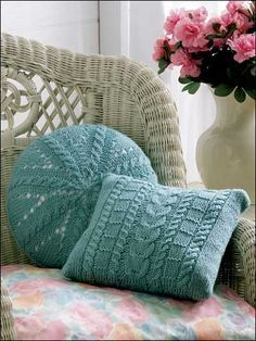 cables square and round pillow/cushion knitting pattern Knitted Cushions, Knitted Afghans, Knitted Blankets, Round Cushions, Afghan Patterns, Knitting Patterns Free, Free Knitting, Free Pattern, Knit Patterns