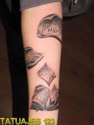 Resultado de imagen para tatuaje libross y aves