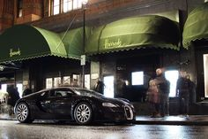 Bugatti Veyron owner pops out to get some groceries!