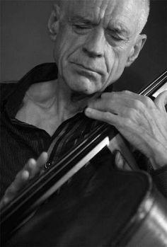 Gary Peacock (May 12, 1935, in Burley, Idaho) : American jazz double-bassist.