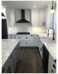 Kitchen Redo, Home Decor Kitchen, Kitchen Living, Kitchen Interior, New Kitchen, Home Kitchens, Kitchen Remodel, Kitchen Design, Small Farmhouse Kitchen